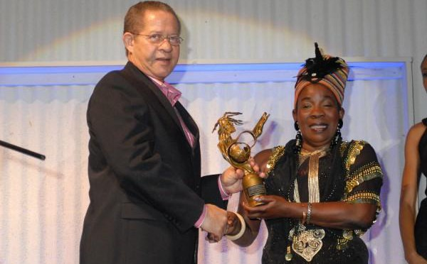 Prime Minister Golding presents Bob Marley's Reggae Icon award to Rita Marley
