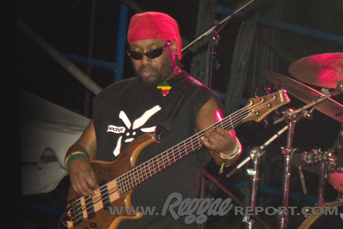 Amlak - Steel Pulse Bass