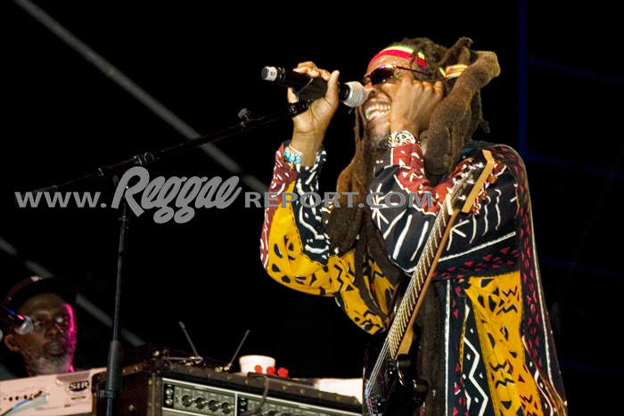 David Hinds with Selwyn - Steel Pulse