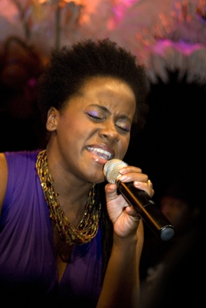 Etana delivered her hits!